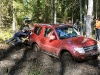 Mitsubishi Pajero cīnās ar dubļiem