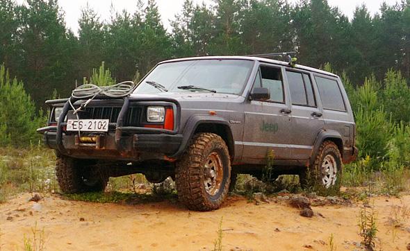 Federal riepas uz Jeep