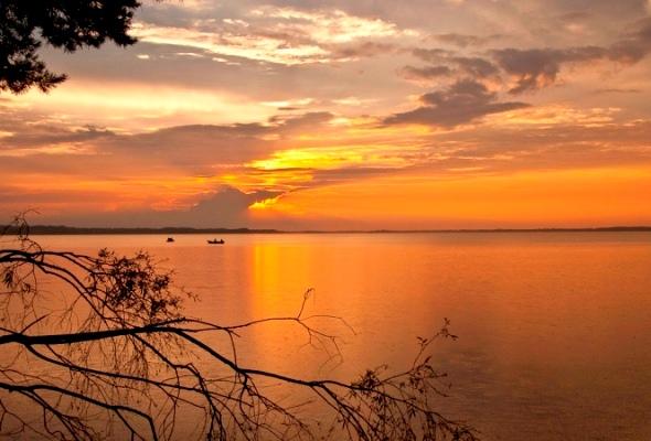 Skats uz Rāznas ezeru no nakšņošanas vietas