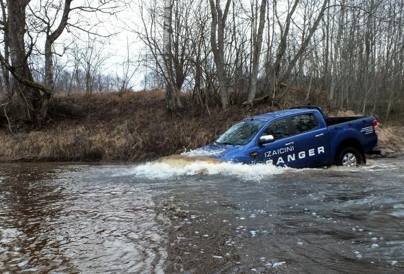 Ford Ranger rūpnīcas atļautais ūdens šķēršļa dziļums ir 80 (!) centimetri